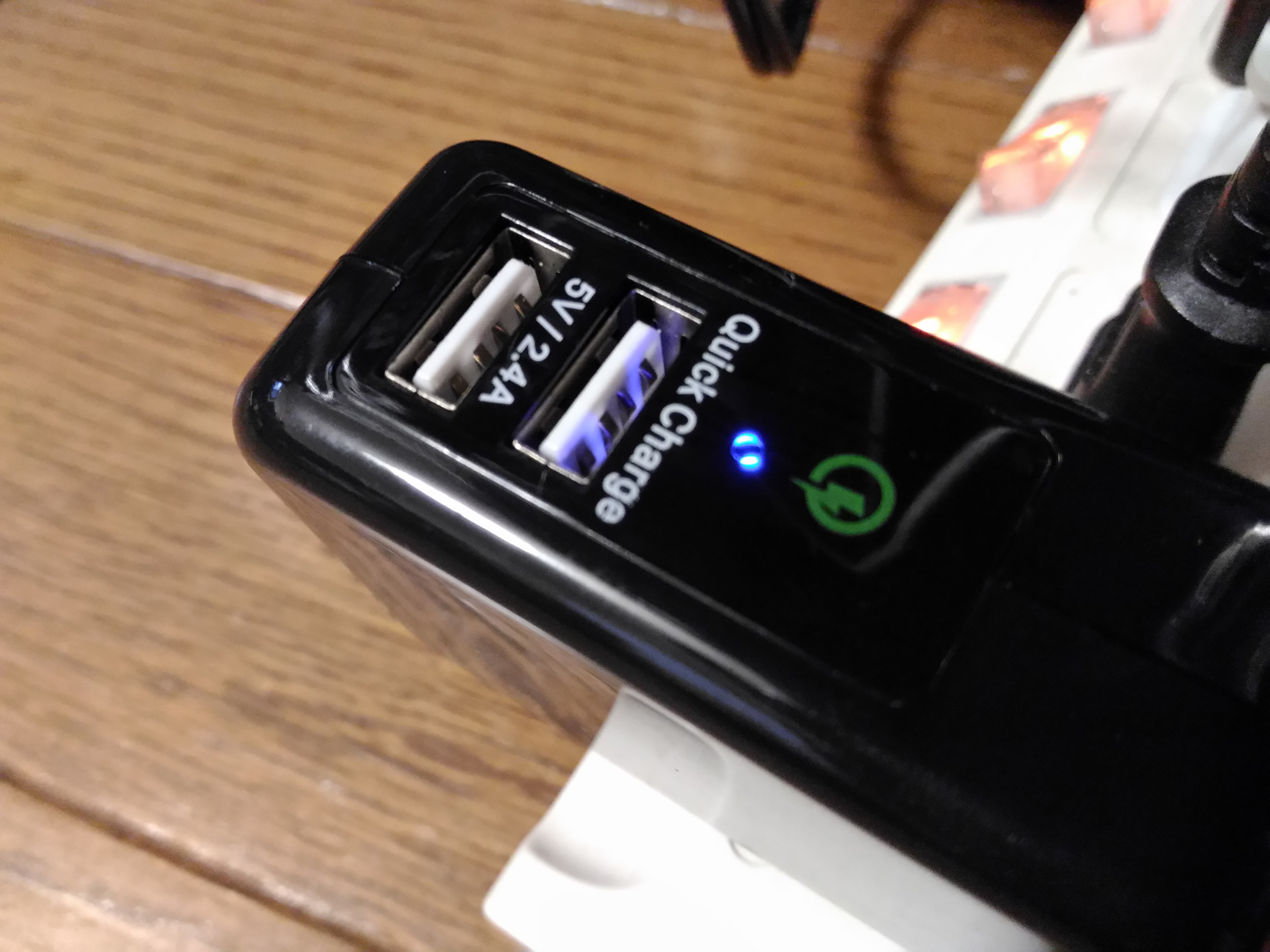 0992-201508_Omaker Quick Charge 2 USB 06