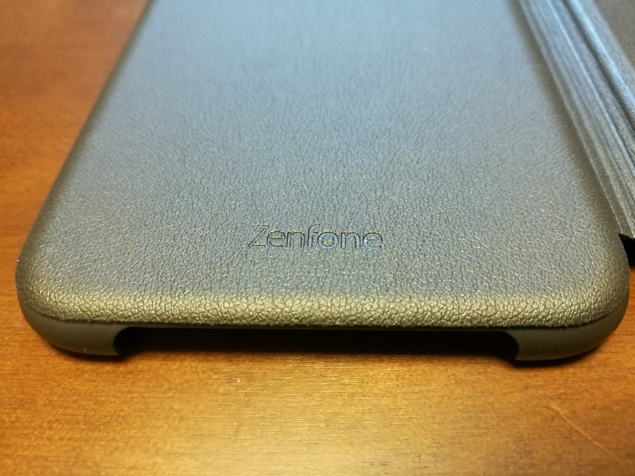 asus-ze520kl-view-flip-cover-09