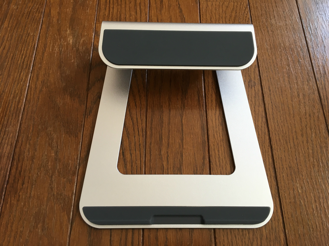 loe-laptop-stand-02