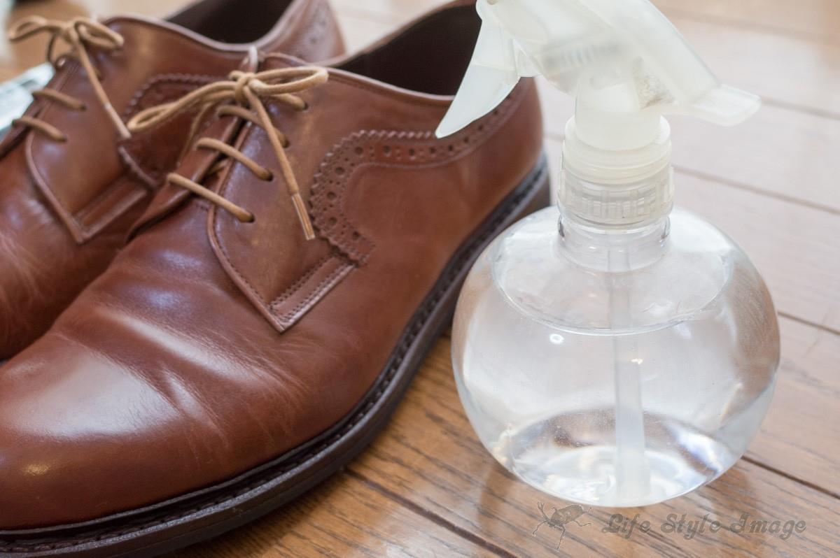 三交製靴ラギッドシューズと霧吹き