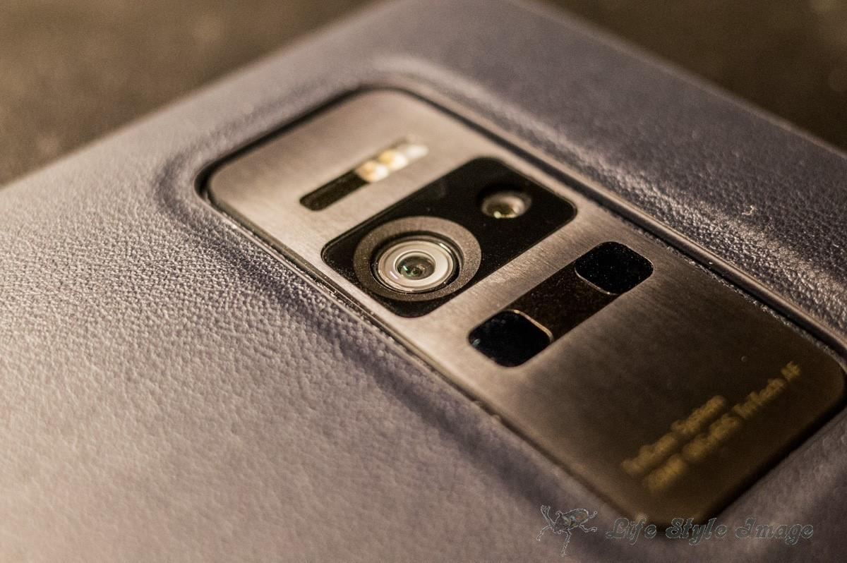 ASUS ZenFone ARのレンズ部分。